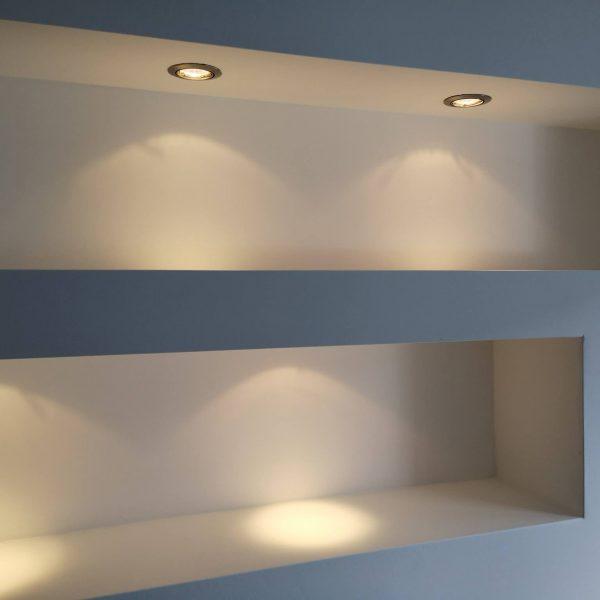Latex spuiten wanden en plafond in 100% wit schoonheidssalon afgerond project in Oosterhout.