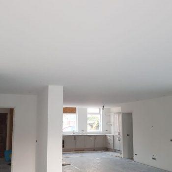 Latex spuiten van plafond en wanden.