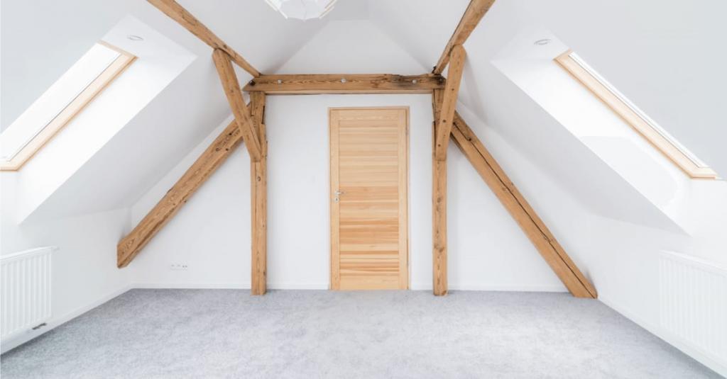 Latex spuiten van dakplaten RAL9016 in Asten.