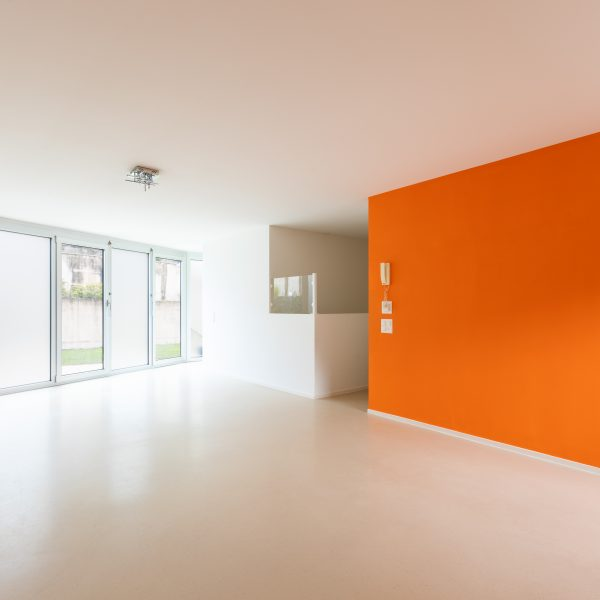 Latex spuiten + accentmuur Farrow & Ball Charlotte's Locks afgerond project in Dongen.