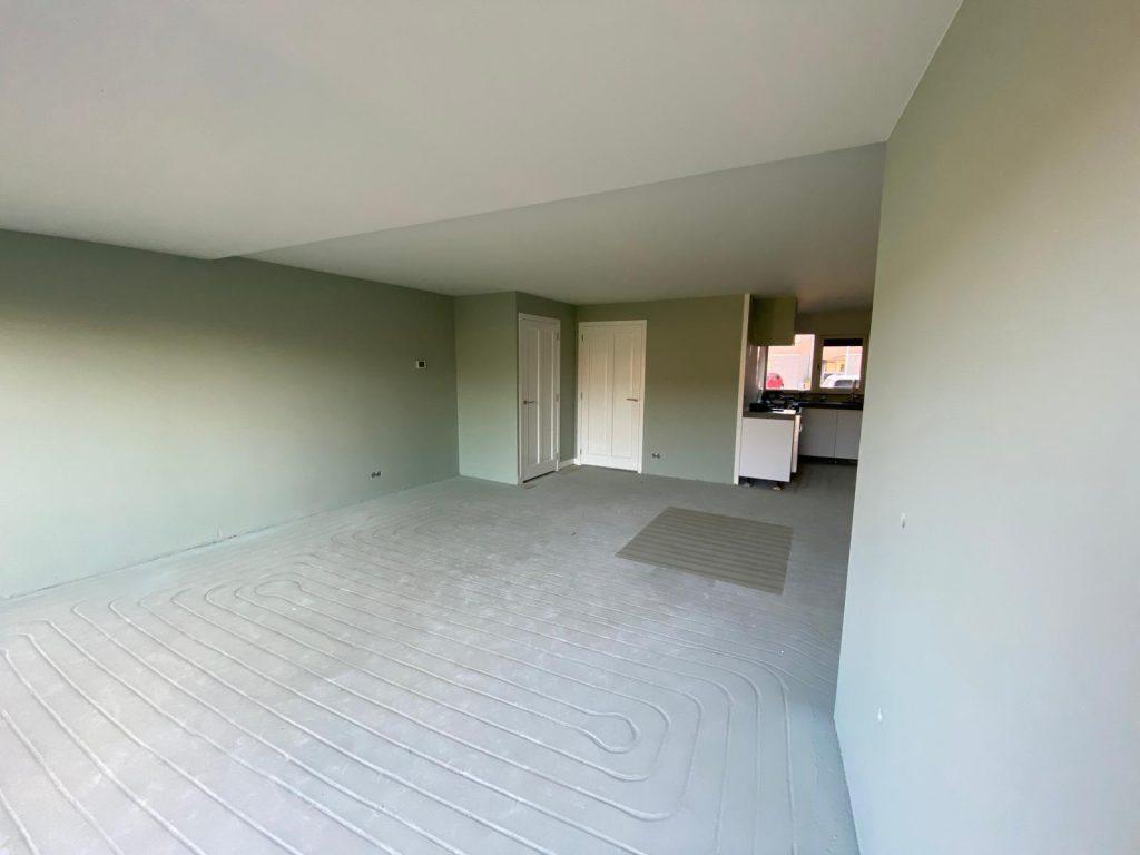Wanden en plafonds latex gespoten in Den Bosch.