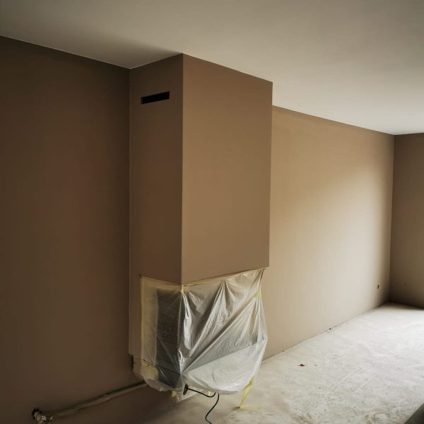 Afgerond project in Rhoon. Plafonds in 100% wit en de wanden in 'Soft Taupe' van Pure and Original. Latex is nog aan het drogen op de afbeeldingen.