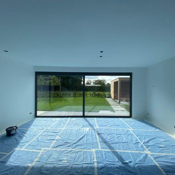 Afgerond project in Utrecht. Wanden en plafonds in de kleurtint RAL9016.
